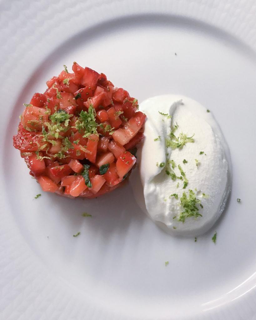 Tartar på rommarinerade jordgubbar + mascarponesorbet